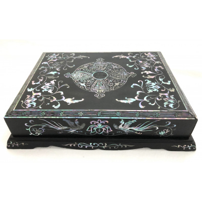 Vintage Chinese Lacquered Box w/Abalone