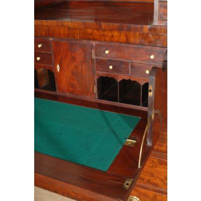 18th c. American Mahogany Desk